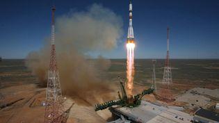"""Une fusée Soyouz décolle du cosmodrome de Baïkonour(Kazakhstan) avec le cargo spatial """"Progress M-27M"""", le 28 avril 2015. (MAXPPP)"""
