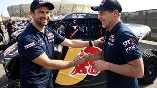 Le piloteCyril Despres et le co-pilote Mike Horn, avant le départ du rallye-Dakar, à Jeddah, le 4 janvier 2020. (FRANCK FIFE / AFP)