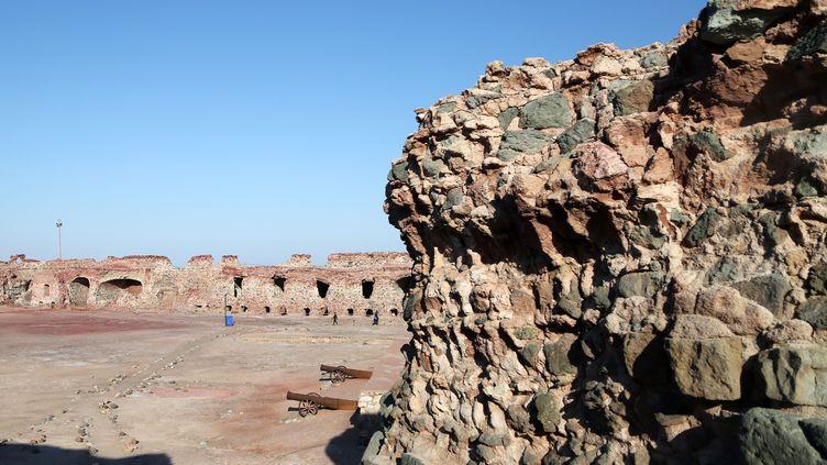 Ruines d'un château portugais du XVIe siècle, situé sur l'île d'Ormuz, dans le sud de l'Iran, dans la province iranienne d'Hormozgan (27 novembre 2019). (FATEMEH BAHRAMI / ANADOLU AGENCY)