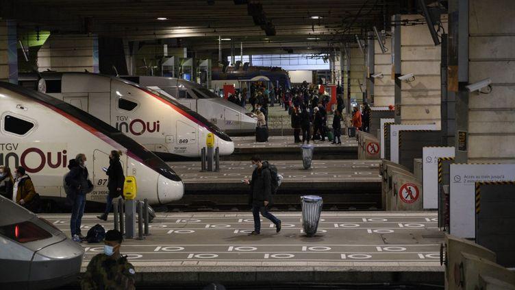La gare Montparnasse, à Paris, (illustration le 18 mars 2021). (JULIEN MATTIA / ANADOLU AGENCY / AFP)
