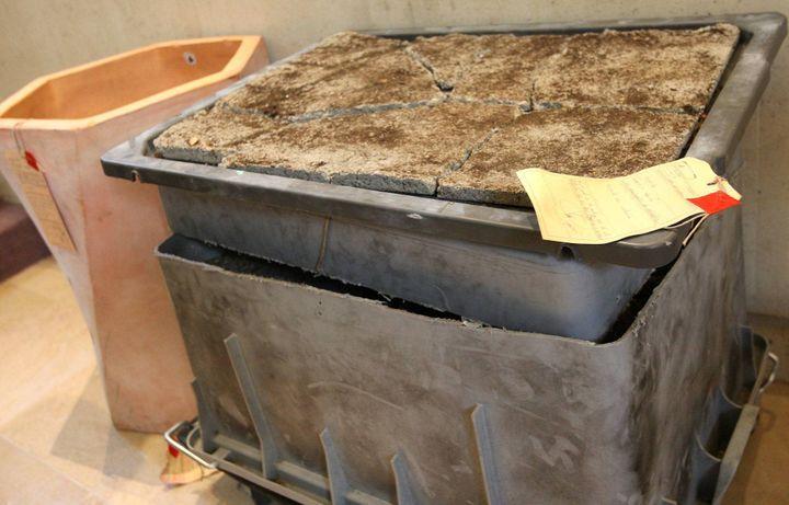 La malle dans laquelle a été retrouvé le corps de Marina Sabatier. (BLANDINE LEMPERIERE / MAXPPP)