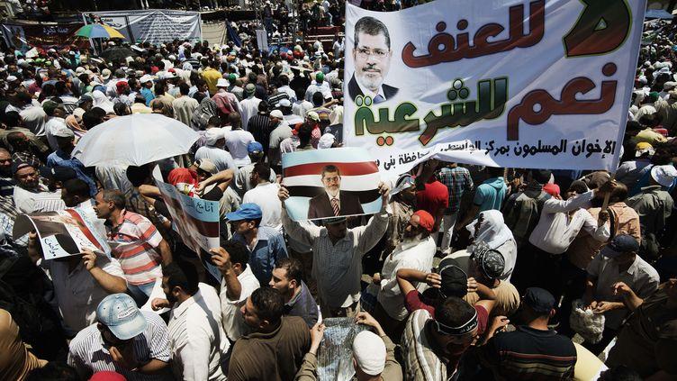 Une manifestation de soutien au président Mohammed Morsi, le 21 juin 2013 au Caire. (GIANLUIGI GUERCIA / AFP)
