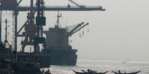 A Rangoun, le port de commerce sur le fleuve Irrawaddy. (AFP/Giulio Gil/hemis.fr)