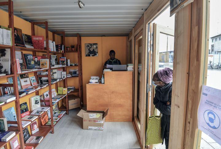 """La librairie """"Dealer de livres"""", Saint-Denis, le 6 octobre 2020 (ALAIN JOCARD / AFP)"""