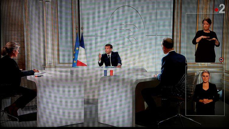 Emmanuel Macron lors d'une interview télévisée, à l'Elysée, mercredi 14 octobre 2020. (Ludovic MARIN / AFP)