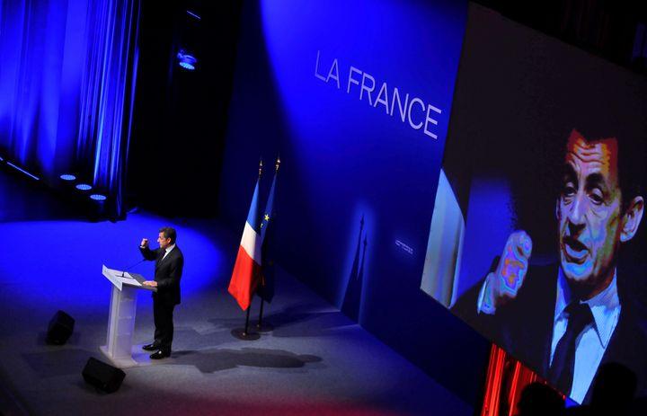 Nicolas Sarkozy, lors d'un meeting à la Maison de la Mutualité à Paris, lors de la campagne pour l'élection présidentielle de 2012. (CHRISTIAN LIEWIG - CORBIS / CORBIS HISTORICAL)