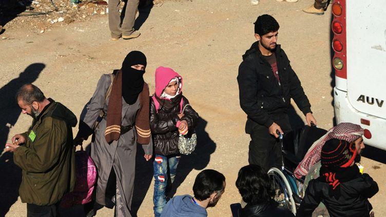 (A Madaya, comme à Zabadani, ici le 28 décembre 2015, les habitants attendent l'aide humanitaire © SIPA)