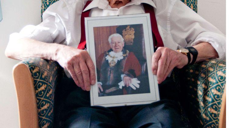 Bernard Jordan est rentré dans sa maison de retraite au Royaume-Uni, samedi 7 juin, après s'être échappé pour assister aux commémorations du Débarquement en Normandie. (AP / SIPA)