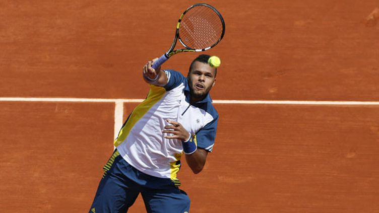Tsonga au filet (PATRICK KOVARIK / AFP)