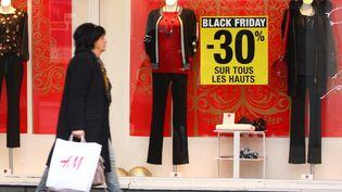 """Des vitrines du centre-ville de Mulhouse annonçant l'opération """"Black Friday"""", le 26 novembre 2019 (VINCENT VOEGTLIN / MAXPPP)"""