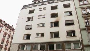 Dans la nuit du mercredi 26 au jeudi 27 février, cinq personnes, deux femmes et trois hommes, ont trouvé la mort dans un incendie à Strasbourg (Bas-Rhin). Sept autres personnes sont en urgence relatives. En enquête a été ouverte pour comprendre l'origine du sinistre. (FRANCE 2)