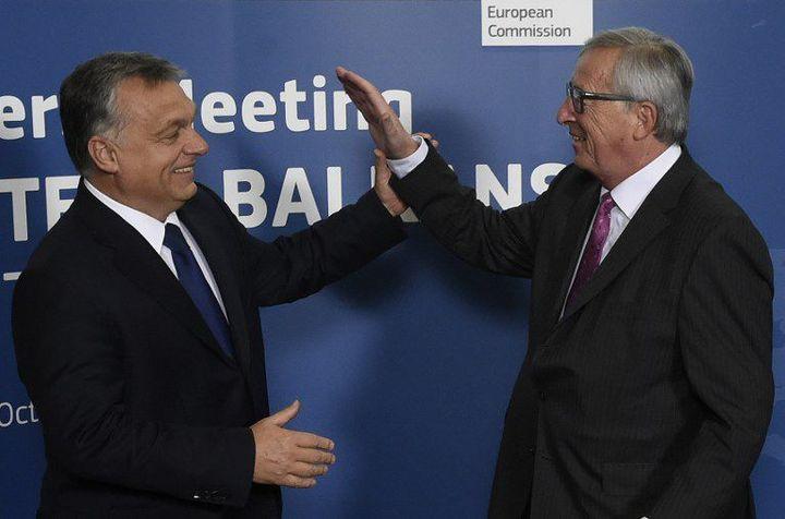 Viktor Orban etJean-Claude Juncker au mini-sommet Europe-Balkans, le 25 mai 2015. (JOHN THYS / AFP)