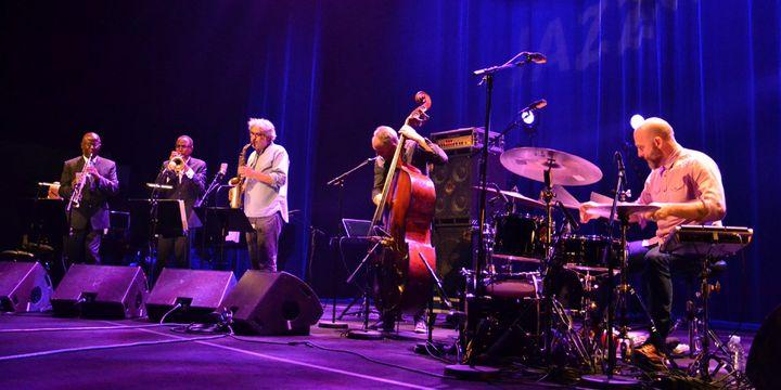 Ethan Iverson (piano), Reid Anderson (contrebasse), Dave King (batterie), et leurs invités Sam Newsome (saxophone), Ron Miles (trompette) et Tim Berne (saxophone)  (Charles d'Hérouville / Philharmonie de Paris)