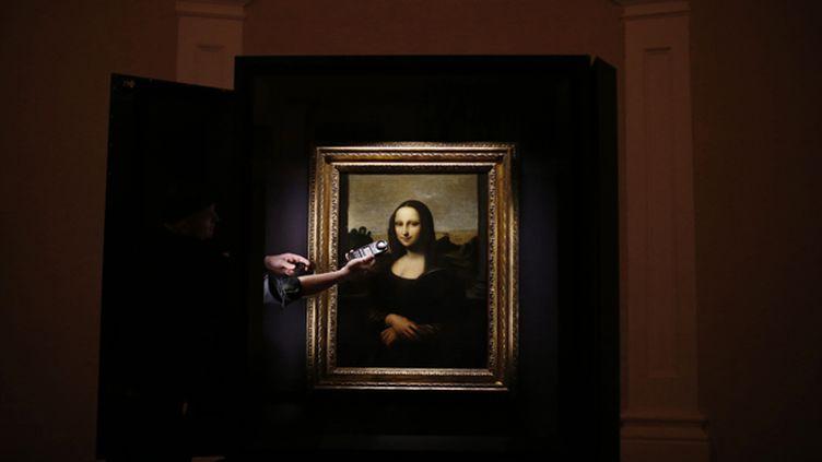 (L'autre Mona Lisa, 10 ans plus jeunes que celle qui est au Louvre, est actuellement exposée à Singapour © REUTERS)