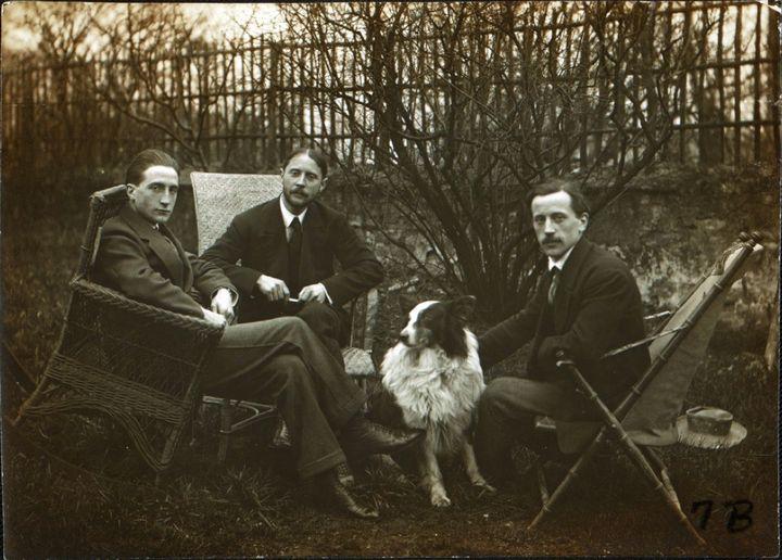 Marcel Duchamp et ses frères Jacques Villon et Raymond Duchamp-Villon à Puteaux, en 1913  (Wikimedia Commons)