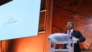 Carlos Ghosn, patron de Renaul-Nissan-Mitsubishi, lors d'une conférence de presse de présentation du nouveau logo du groupe à Paris, le 15 septembre 2017. (ERIC PIERMONT / AFP)