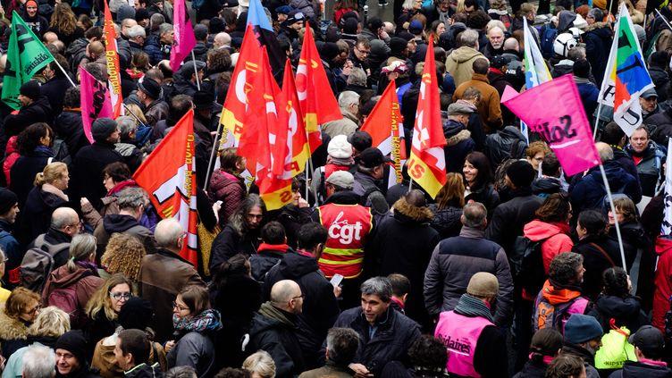 Des manifestants contre la réforme des retraites à Paris, le 9 décembre 2020. (UGO PADOVANI / HANS LUCAS)