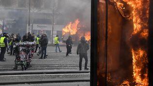 Les Champs-Elysées lors du 18e samedi de mobilisation, le 16 mars 2019. (ALAIN JOCARD / AFP)