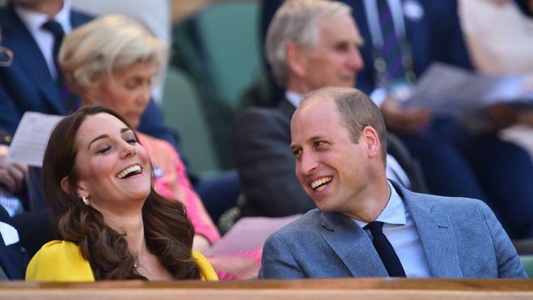 Kate Middleton et le prince William au tournoi de tennis de Wimbledon, le 15 juillet 2018 à Londres (Royaume-Uni). (GLYN KIRK / AFP)