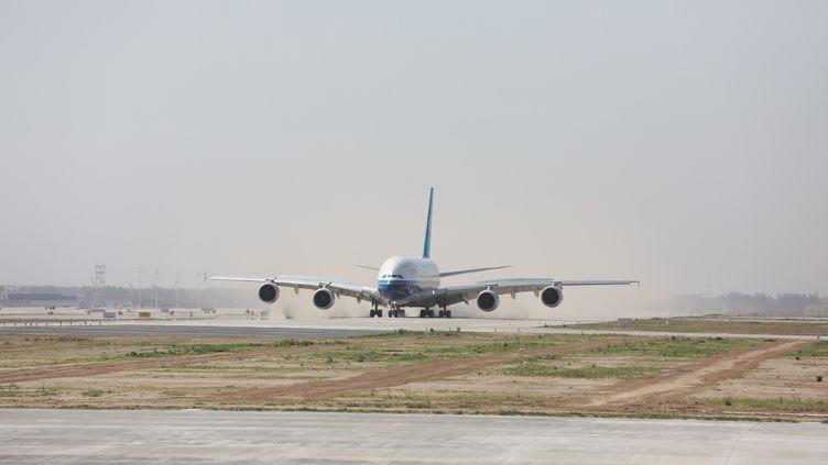 Un Airbus A380 à l'aéroport Daxing International de Pékin (Chine), le 13 mai 2019. (YANG YANG / IMAGINECHINA / AFP)