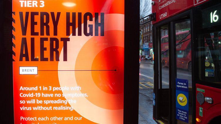Le gouvernement britannique a décidé de reconfiner Londres et le sud-est de l'Angleterre dimanche 20 décembre pour tenter de juguler une envolée des contaminations attribuée à une nouvelle souche du coronavirus.  (JUSTIN NG / AVALON / MAXPPP)