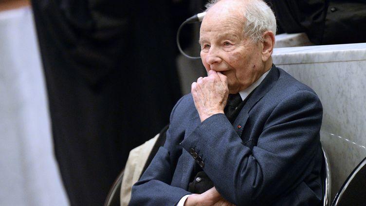 Jacques Servier au tribunal de grande instance de Nanterre, le 21 ma 2013. (LIONEL BONAVENTURE / AFP)