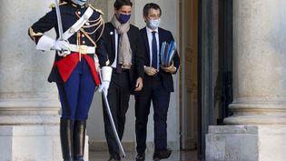 Gabriel Attal et Gérald Darmanin, à l'Élysée, en novembre 2020. (LUDOVIC MARIN / AFP)