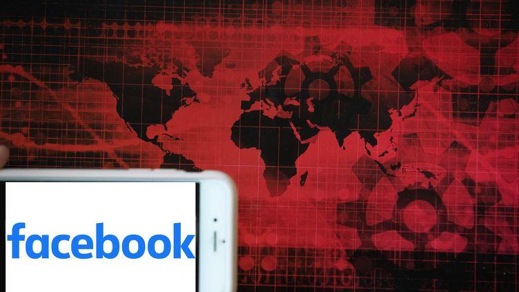 Faut-il réguler les réseaux sociaux pour lutter contre le complotisme ? (ALEXANDER POHL / NURPHOTO)