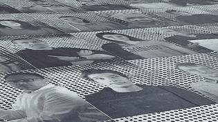 Square Ehm à Sélestat : 200 portrits ont été collés sur les sol par des lycéens.  (France 3 / Culturebox)