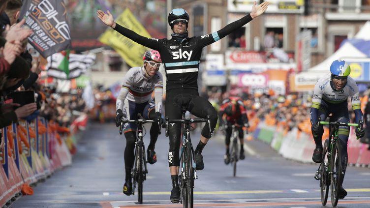 Wout Poels remporte là la plus belle victoire de sa carrière. (KENZO TRIBOUILLARD / AFP)