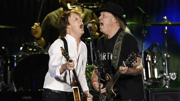 Paul McCartney et Neil Young au festival Desert Tripà Indio, en Californie (8 octobre 2016)