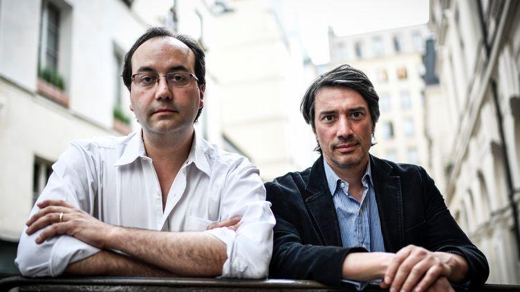 Les documentaristes et frères Gédéon et Jules Naudet se sont fait connaître pour leur documentaire tourné en direct lors du 11 septembre 2001.  (STEPHANE DE SAKUTIN / AFP)