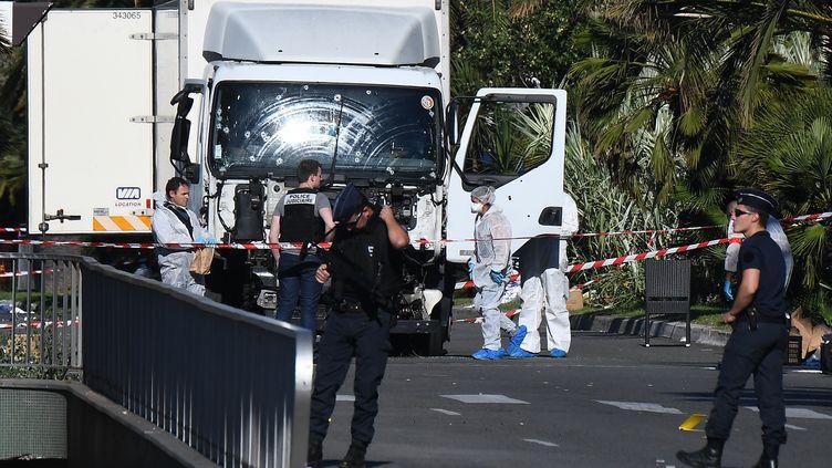 Le camion ayant servi à Mohamed Lahouaiej-Bouhlel pour commettre l'attenat du 14-juillet sur la promenade des Anglais à Nice. (ANNE-CHRISTINE POUJOULAT / AFP)