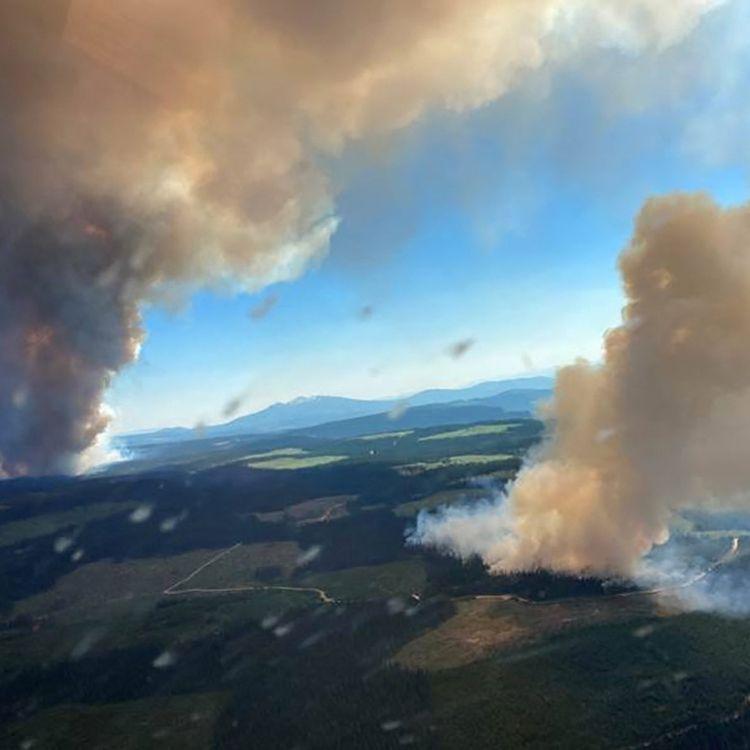 Les feux de Long Loch et de Derrickson Lake, en Colombie-Britannique (ouest du canada), le 30 juin 2021. (BC WILDFIRE SERVICE / AFP)