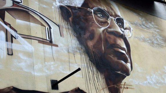 Fresque murale d'Aimé Césaire à l'entrée de Bagnolet (en Seine Saint-Denis, région parisienne), porte de Bagnolet en direction de Montreuil, en avril 2013  (stéphane weber)