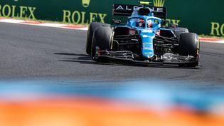 Le Français Esteban Ocon avec son Alpine-Renault a remporté le premier Grand Prix de sa carrière en Hongrie, dimanche 1er août 2021. (PETER KOHALMI / POOL / AFP)