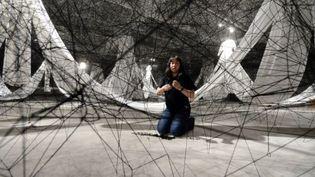 Labyrinth of Memory de la plasticienne Chiharu Shiota  (PHILIPPE DESMAZES / AFP)