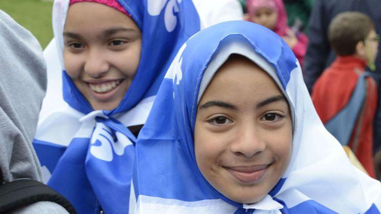 Lors d'une manifestation contre la Charte des valeurs à Montréal, le 14 septembre 2013, des membres des communautés juives, sikhes et musulmanes, entre autres, ont revendiqué leur droit à porter des signes religieux dans les lieux publics, comme la commission Bouchard-Taylorl'autorise. (Ryan Remiorz/AP/SIPA)
