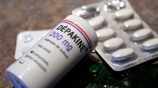 La Dépakine, un médicament anti-épileptique commercialisé par les laboratoires Sanofi, est mis en cause dans des malformations chez plusieurs centaines d'enfants. (JULIO PELAEZ / MAXPPP)