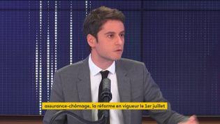 Gabriel Attal, porte-parole du gouvernement, était l'invité du 8h30 franceinfo vendredi 5 mars 2021. (FRANCEINFO / RADIOFRANCE)