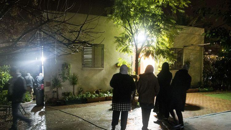 Le site où l'auteur présumé de la fusillade de Tel-Aviv a été abattu, vendredi 8 janvier 2016 à Arara (Israël). (JACK GUEZ / AFP)