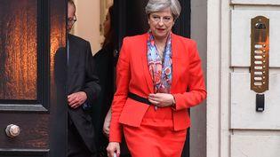 La Première ministre britannique, Theresa May, quitte le siège du Parti conservateur à Londres, le 9 juin 2017. (BEN STANSALL / AFP)