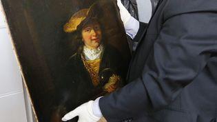 """""""L'Enfant à la bulle de savon"""", un tableau de Rembrandt, le 20 mars 2014, après avoir été rendu par l'homme qui l'avait volé en 1999 à Draguignan (Var). (VALERY HACHE / AFP)"""