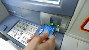 Le ministère des Finances a mis en ligne, lundi 1er février, un site comparatif entre les tarifs dequinzeservices de base proposés par les différentes banques. (Photo d'illustration) (MAXPPP)