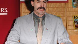 """L'humoriste britannique Sacha Baron Cohen en tant que """"Borat"""", le 7 novembre 2007 à Westwood (Californie, Etats-Unis). (STEVE GRANITZ / WIREIMAGE / GETTY IMAGES)"""