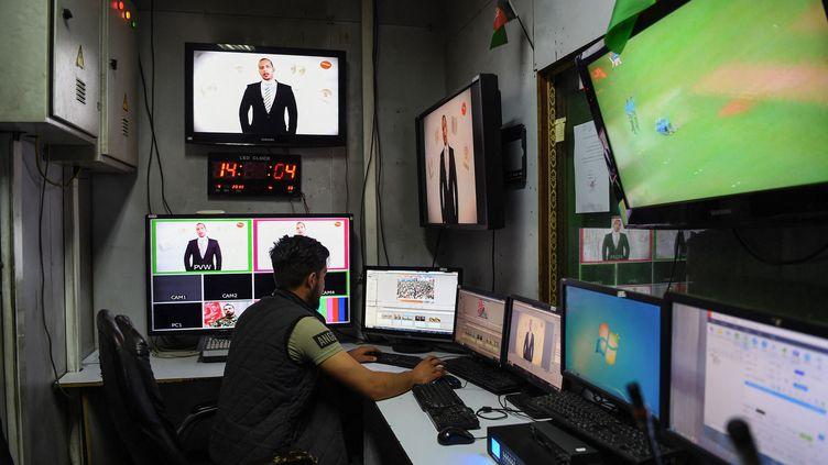 Un journaliste afghan au travail en 2019 (photo d'illustration). (WAKIL KOHSAR / AFP)