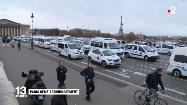 Manifestation des ambulanciers devant l'Assemblée Nationale
