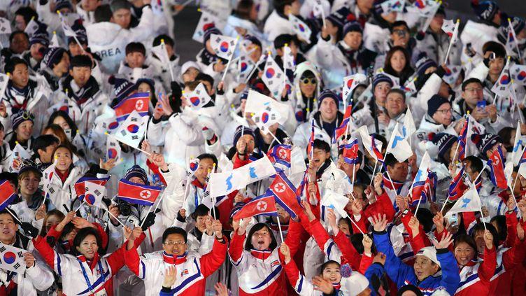 Les athlètes de Corée du Nord et de Corée du Sud ont défilé ensemble lors de la cérémonie de clôture des JO de Pyeongchang en 2018. (PHILIPPE MILLEREAU / DPPI MEDIA)