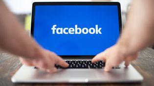 Selon Facebook, des applications tierces pourraient avoir eu accès à un plus grand nombre de photos que d'habitude pendant 12 jours, en septembre 2018. (Photo d'illustration) (JAAP ARRIENS / NURPHOTO / AFP)