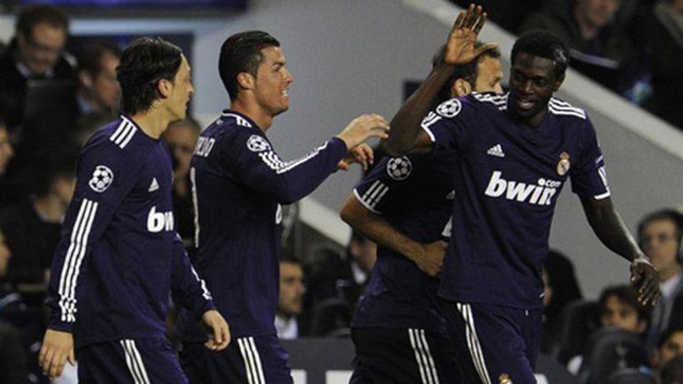 Cristiano Ronaldo, entouré d'Ozil, Adebayor et Carvalho